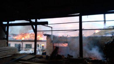 "Photo of Nekadašnja pirotska fabrika ""Stolar"" u plamenu!"