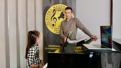 Photo of Nikola Pešić održao masterklas polaznicima škole klavira u Muzičkoj školi u Pirotu