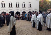 Photo of Sa velikim poštovanjem i ljubavlju dočekane mošti Svete Petke u Pirotu